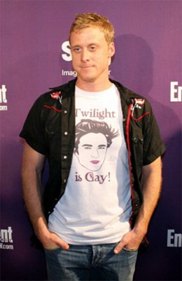 Chris Gore wears Twilight is Gay T-Shirt